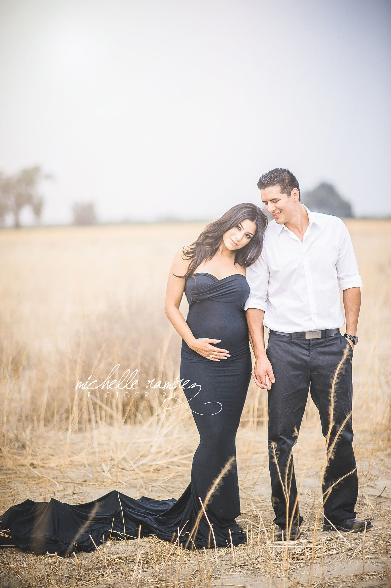 How to dress for the best maternity photos outfit maternity photos dress couple photoshoot ombrellifo Images