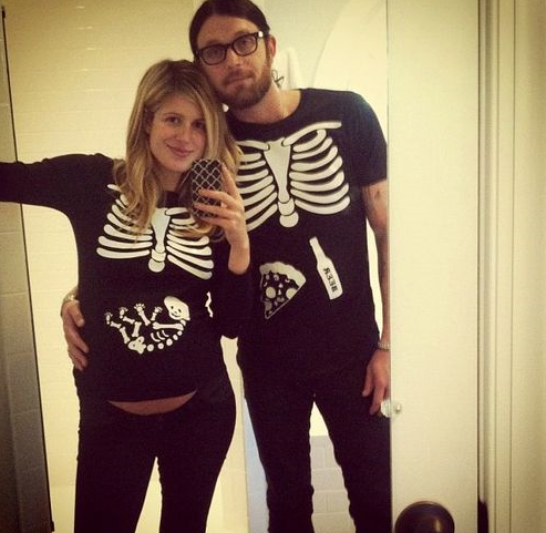 skeletons-everywhere funny pregnant halloween costumes