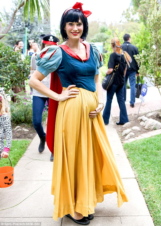 snow white pregnant Halloween costume idea