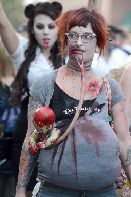 zombie mom and baby pregnant halloween costume idea