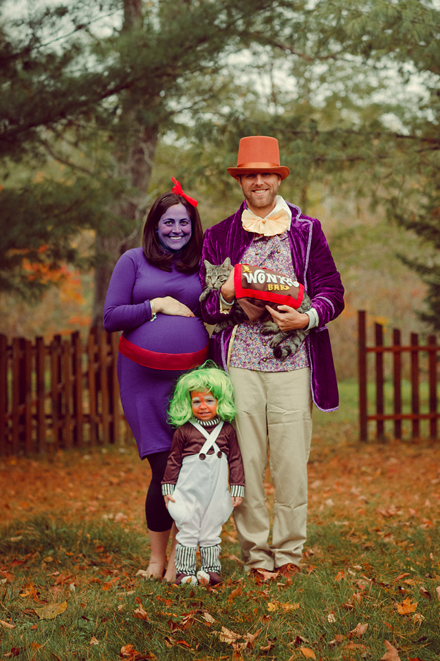 willy-wonka halloween costume for pregnant moms, family costumes, halloween costume ideas
