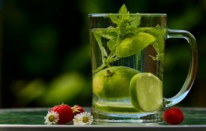 lemon drink to stay hydrated