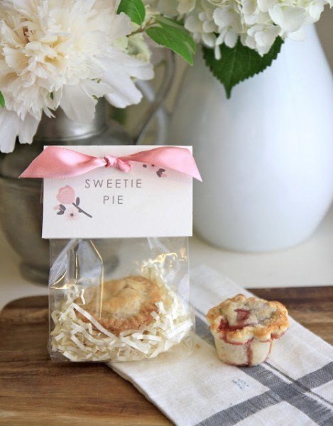 Mini Sweet Pies baby shower favor idea