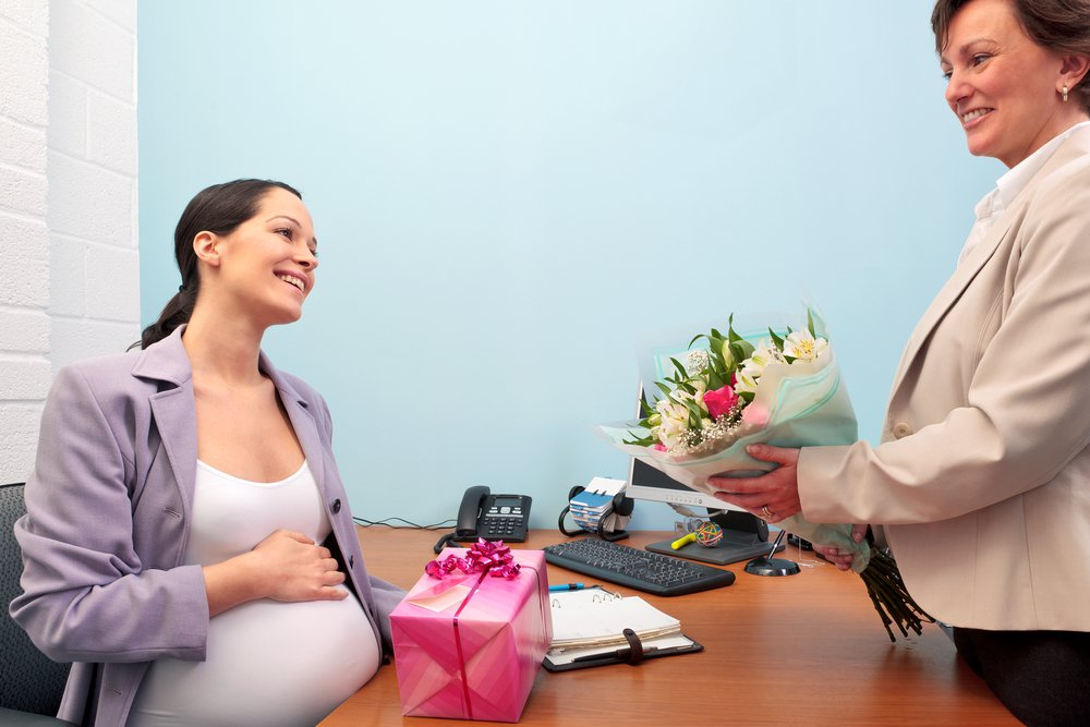 Giving a gift before going on maternity leave