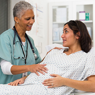pregnant woman asking nurse questions