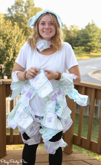 Baby Shower Game, Diaper Fashion Show