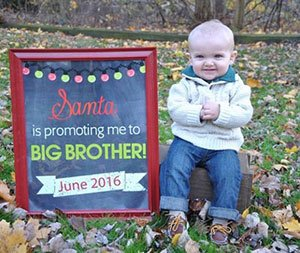 Christmas pregnancy announcement with sibling