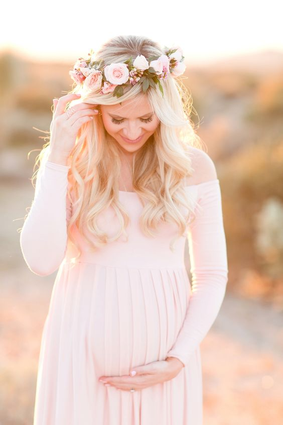 Valentine's Day Gifts for a Pregnant Wife, Gift Ideas, Valentine's Day, Maternity Photos, Photoshoot #pregnancy #maternity #photos #beautiful